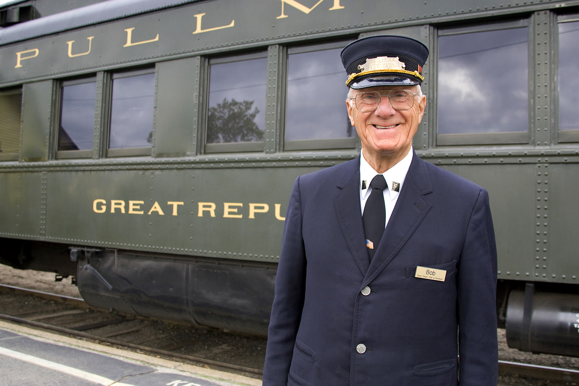 Conductor-Valley-Railroad-Essex-Steam-Train-Essex-Connecticut-Portrait-Photographer-Caryn-B-Davis