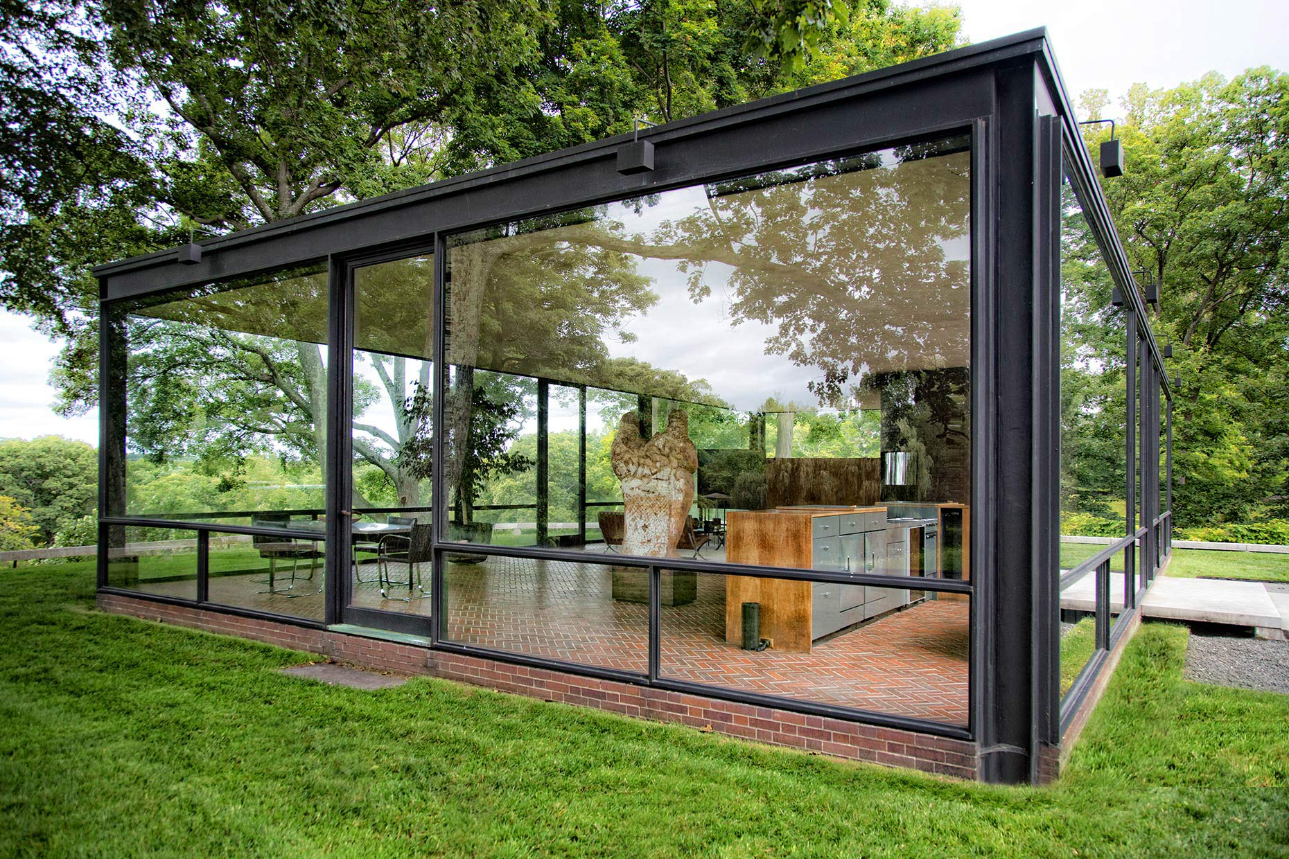 Philip-Johnson-Glass-House-Exterior
